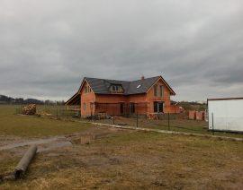 Zateplení novostavby rodinného domu stříkanou pěnovou izolací Icynene