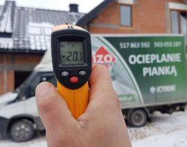Ocieplanie pianką zimą - natrysk pianki PUR w temperaturach ujemnych