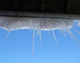 Niebezpieczne sople lodu
